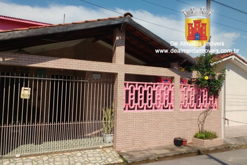 Casa 3dorms. (1suite) fácil acesso a Praia 250mil