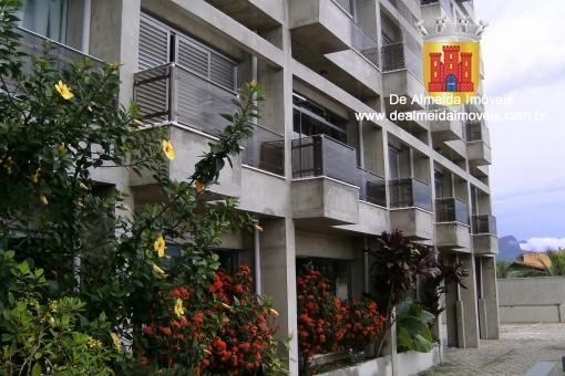 Apartamento amplo em Edifício de frente par o mar