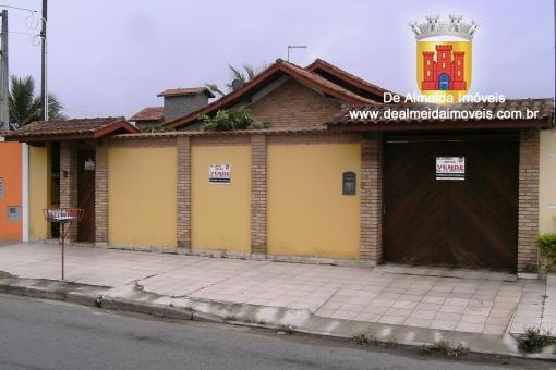 Casa 3 dormitórios (1 suíte) c/ piscina e edícula.