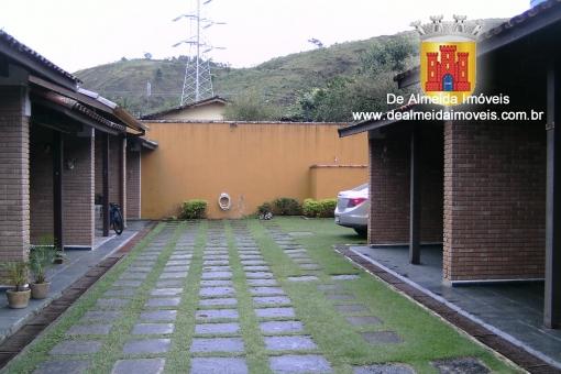 Belo Sobrado em Condomínio Fechado - 165Mil