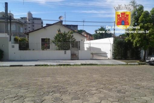 Casa com Edícula em Bairro nobre343m²a.t.-Financia