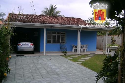 Casa 3 dormitórios próximas a Praia e ao Shopping